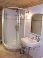 2770.tn-7b_shower_l.jpg