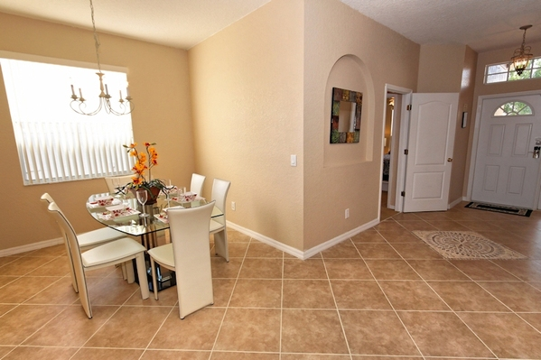 2812.entrance_hallway_and_dining_area.jpg