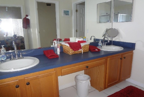 3225.Master Bathroom.jpg