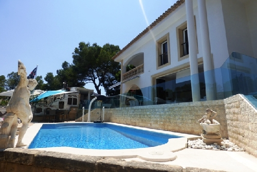 901.pool and front of mallorca holiday villa.jpg